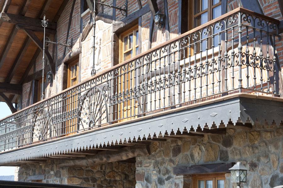Barandillas y balcones de forja de dise o y tradicional for Tipos de toldos para balcones